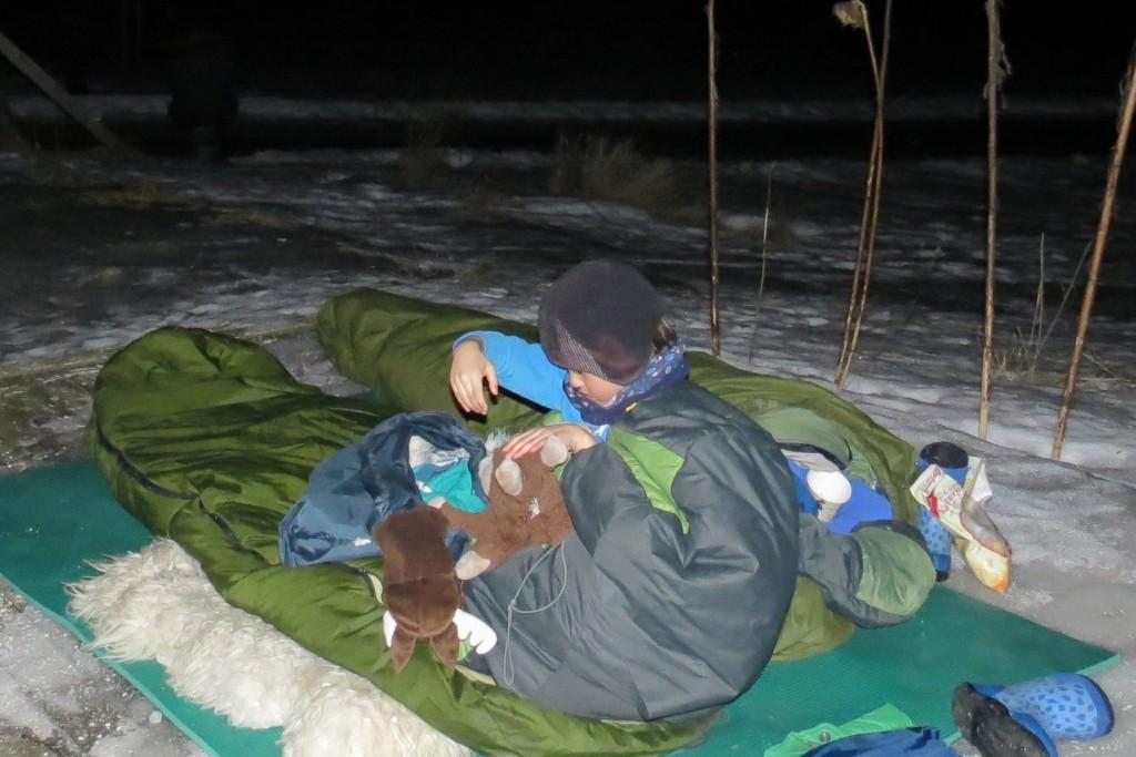 Tvillingen gjør seg klar til natten