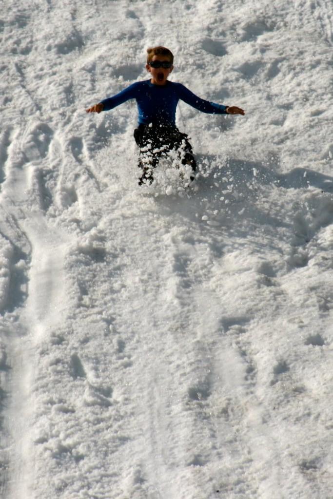 Full fart i snøen